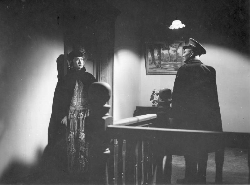 康樂及文化事務署香港電影資料館(資料館)的「[編+導] 回顧系列」,新一輯將以國語片巨匠李萍倩導演為焦點影人,於七月十四日至九月三十日在資料館電影院選映十八部李氏不同類型的作品。圖為《一代妖姬》(1950)劇照。