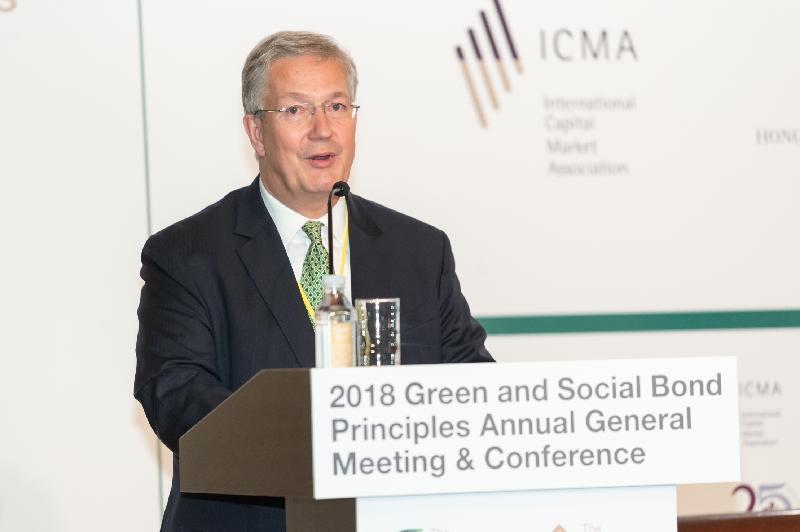 國際資本市場協會與香港金融管理局今日(六月十四日)在香港合辦2018綠色及社會責任債券原則年度會員大會及會議。圖示國際資本市場協會總裁馬丁.謝克在會議上致開幕辭。