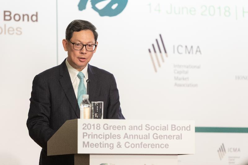 國際資本市場協會與香港金融管理局今日(六月十四日)在香港合辦2018綠色及社會責任債券原則年度會員大會及會議。圖示香港金融管理局總裁陳德霖在會議上致歡迎辭。