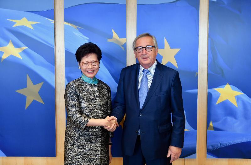 行政長官林鄭月娥今日(六月十五日布魯塞爾時間)在比利時布魯塞爾繼續歐洲訪問行程。圖示林鄭月娥(左)與歐洲聯盟委員會主席容克(右)會面。