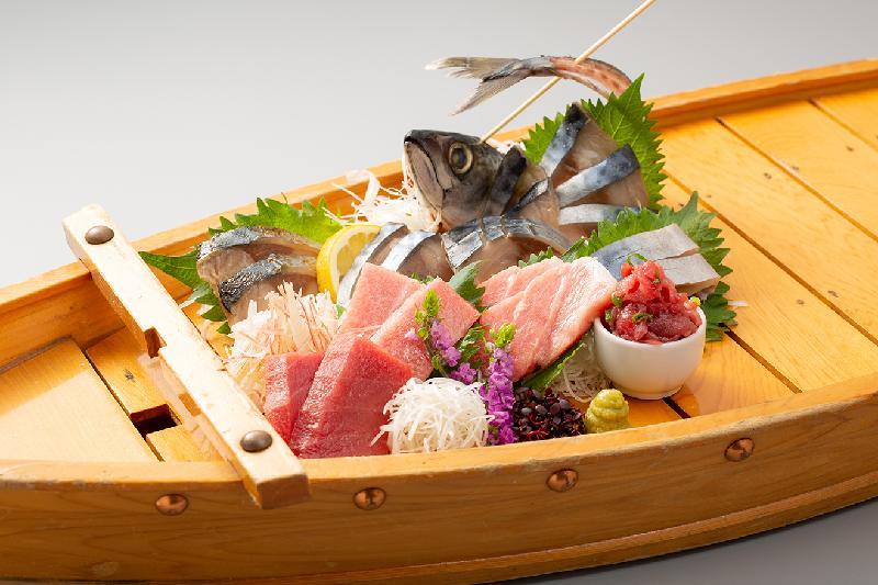 日本SABAR株式會社與商業夥伴在銅鑼灣開設的合資餐廳SABAR x DORAYA今日(六月二十日)開幕。圖為該餐廳其中一款糅合鯖魚及吞拿魚的招牌料理。