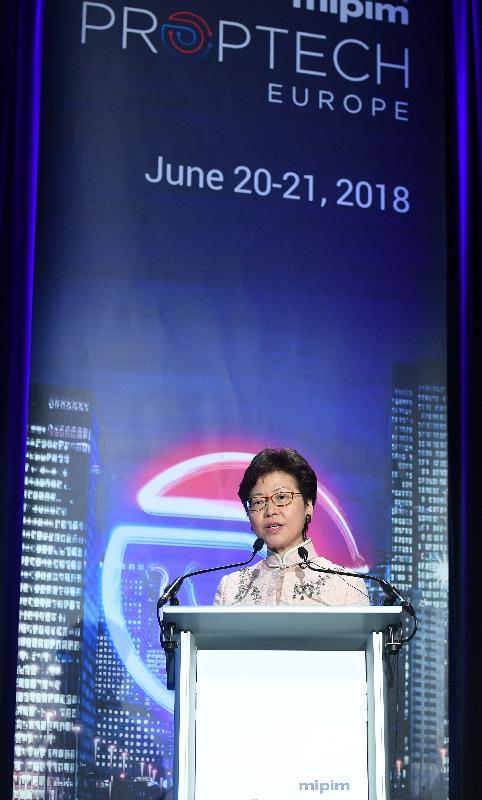 行政長官林鄭月娥今日(巴黎時間六月二十一日)在巴黎繼續法國訪問行程。圖示林鄭月娥在2018歐洲國際地產投資交易會房地產科技論壇發表演講。