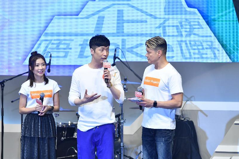 藝人馬浚偉(中)今日(六月二十三日)在大型禁毒活動「2018同行抗毒在乎你」上,呼籲青少年遠離毒品,並積極向朋輩宣揚禁毒信息。