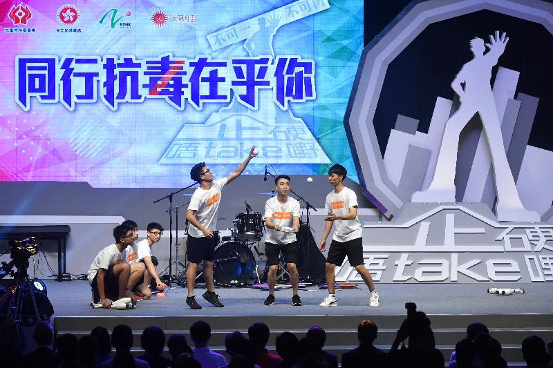 青少年雜耍團隊今日(六月二十三日)在大型禁毒活動「2018同行抗毒在乎你」上表演。