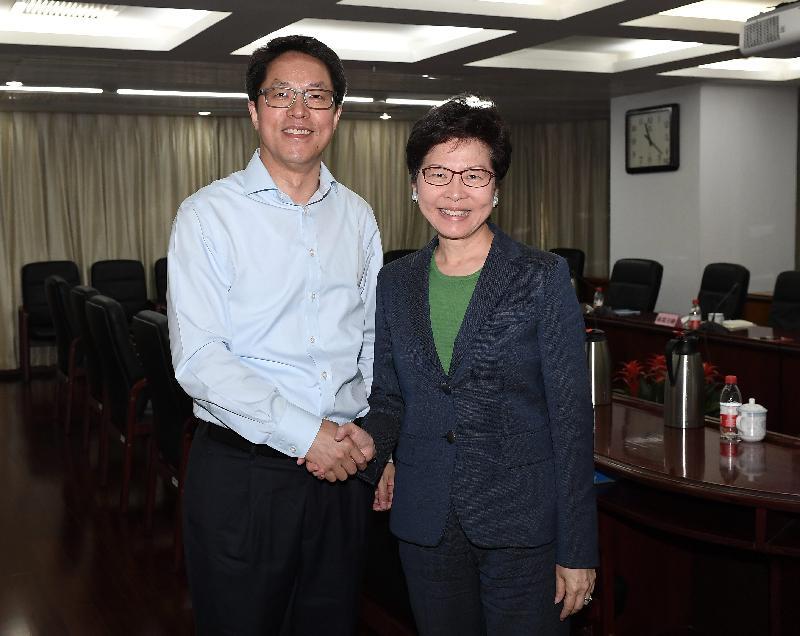 行政長官林鄭月娥今日(六月二十六日)早上在北京與國務院港澳事務辦公室主任張曉明會面。