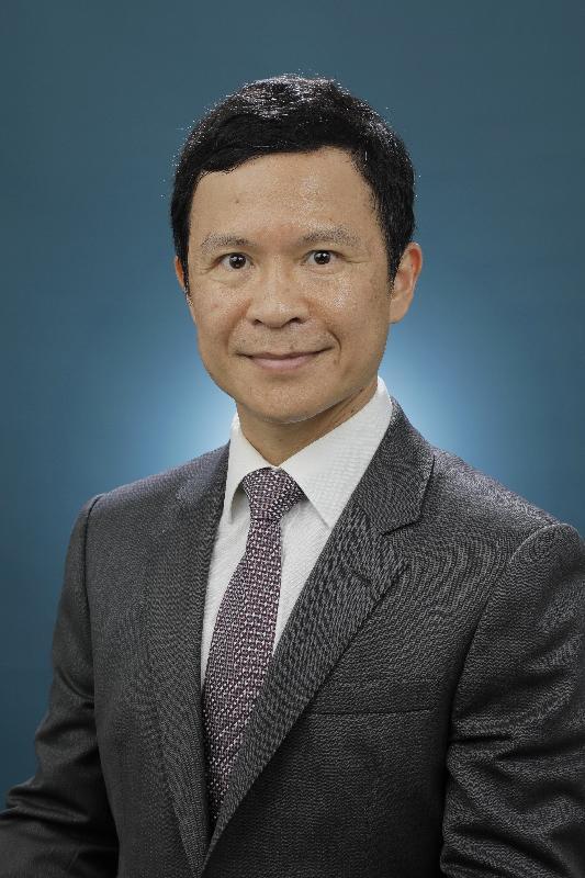 新任葵青民政事務專員鄭健。