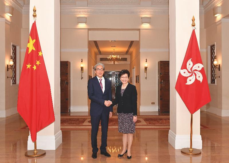 行政長官林鄭月娥(右)昨日(六月二十七日)傍晚在禮賓府宴請泰國副總理頌吉博士。