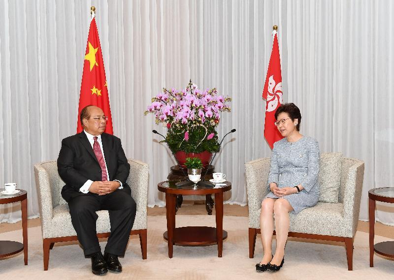 行政長官林鄭月娥(右)今日(六月二十八日)下午在行政長官辦公室會見緬甸國家安全顧問、聯邦政府辦公室部部長兼投資委員會主席當吞。