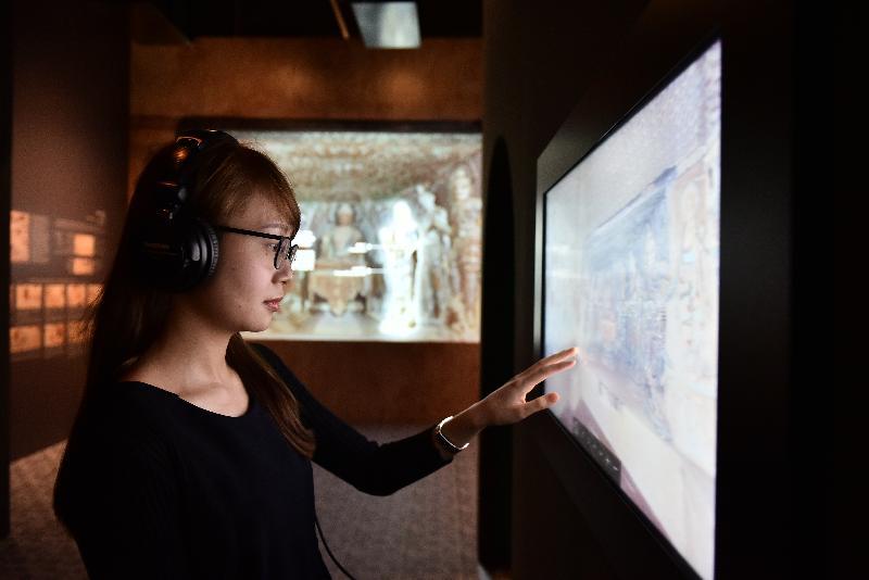 香港文化博物館本年度重點展覽「數碼敦煌——天上人間的故事」明日(七月十一日)起舉行。參觀者可透過多媒體互動裝置,了解敦煌石窟的藝術和文化。