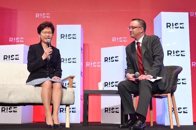 行政長官林鄭月娥(左)今日(七月十日)出席RISE 2018會議,參與對談環節。