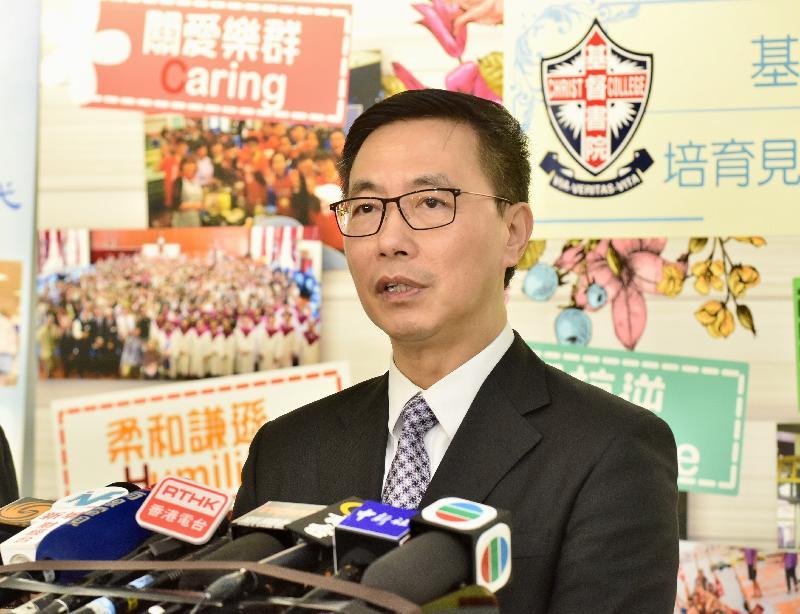 教育局局長楊潤雄今日(七月十一日)探訪基督書院,勉勵應屆香港中學文憑考試考生後會見傳媒。