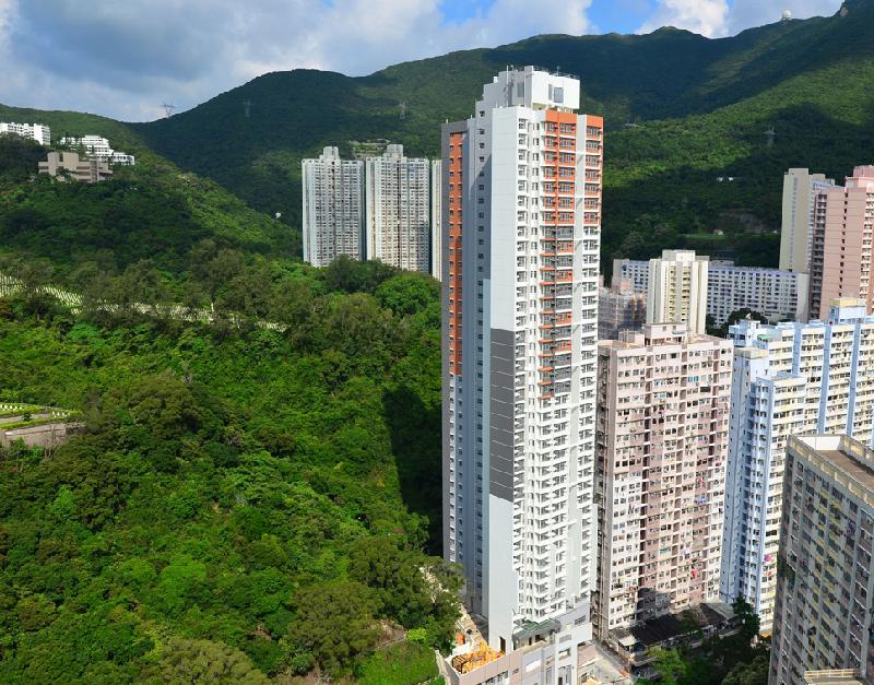 位於柴灣連城道的連翠邨開始入伙。