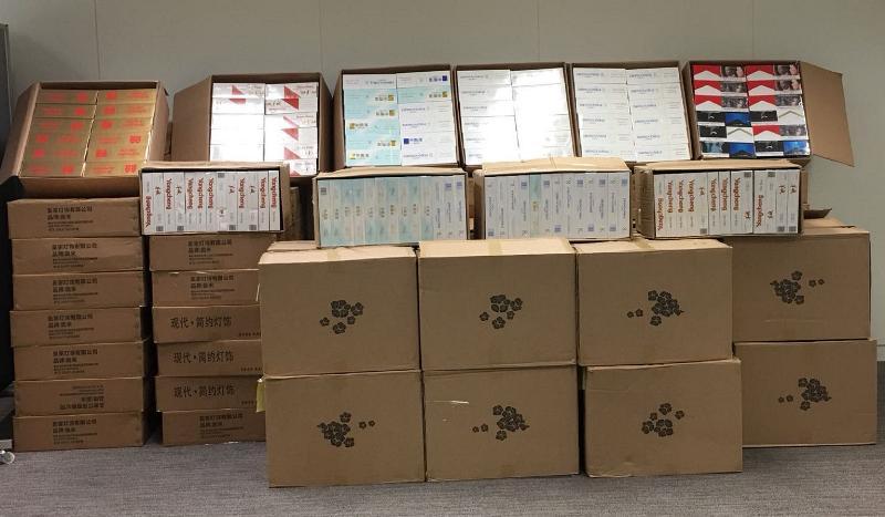 香港海关昨日(七月十二日)在葵涌检获约一百万支怀疑私烟,估计市值约二百六十万元,应课税值约一百八十万元。