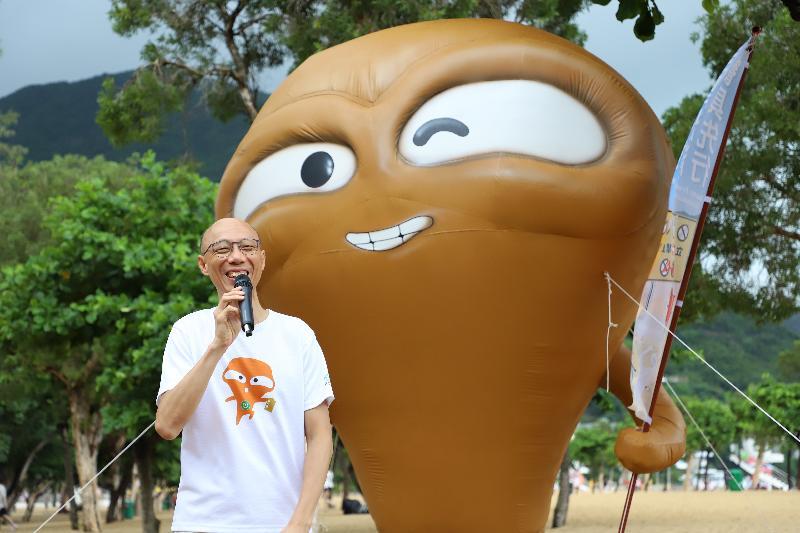 環境局局長黃錦星今日(七月十九日)在「走塑沙灘 餐具先行」運動啟動禮致辭,鼓勵市民大眾在沙灘源頭「走塑」,減少使用即棄塑膠餐具。