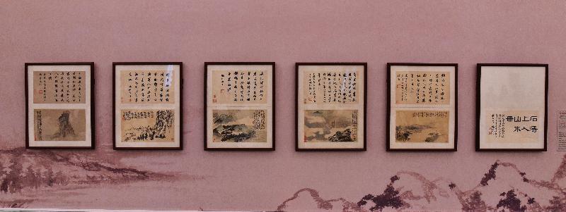 香港藝術館獲贈逾三百五十件至樂樓藏中國書畫,捐贈儀式今日(七月十九日)舉行。現場展出石濤(一六四二至一七○七)的《寫黃研旅詩意冊》。此冊是石濤據黃研旅到閩、粵等地遊歷時所寫的紀遊詩而繪,是石濤晚年巔峰之作。原作本有三十二開,其中二十二開為至樂樓所收,另有四開入藏北京故宮,餘皆散佚。