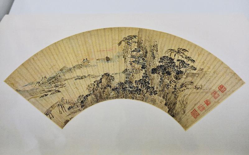 香港藝術館獲贈逾三百五十件至樂樓藏中國書畫,捐贈儀式今日(七月十九日)舉行。現場展出吳歷(一六三二至一七一八)的《山水》。吳歷曾學畫於王鑑,後加入澳門耶穌會修道。和王鑑一樣,其畫崇尚正統派宗脈,但另一方面其布局亦吸收西法,富有空間感。