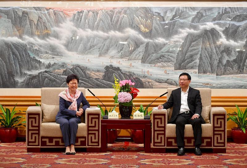 行政長官林鄭月娥(左)今日(七月二十日)在深圳與深圳市市長陳如桂(右)會面。