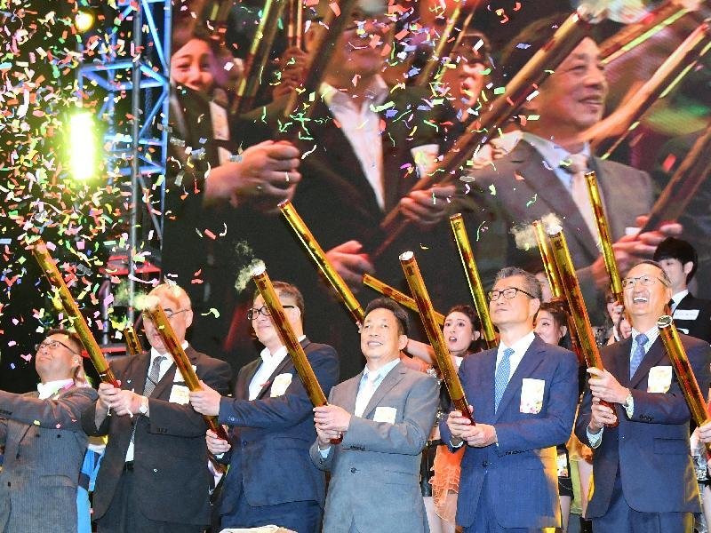 財政司司長陳茂波今早(七月二十七日)出席香港動漫電玩節2018開幕典禮。圖示陳茂波(右二)、創意香港總監曾昭學(左三)、香港動漫電玩節2018主席鄭漢怡(右三)及其他嘉賓合照。
