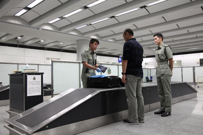 香港海關於暑假期間在各邊境管制站加強執法。
