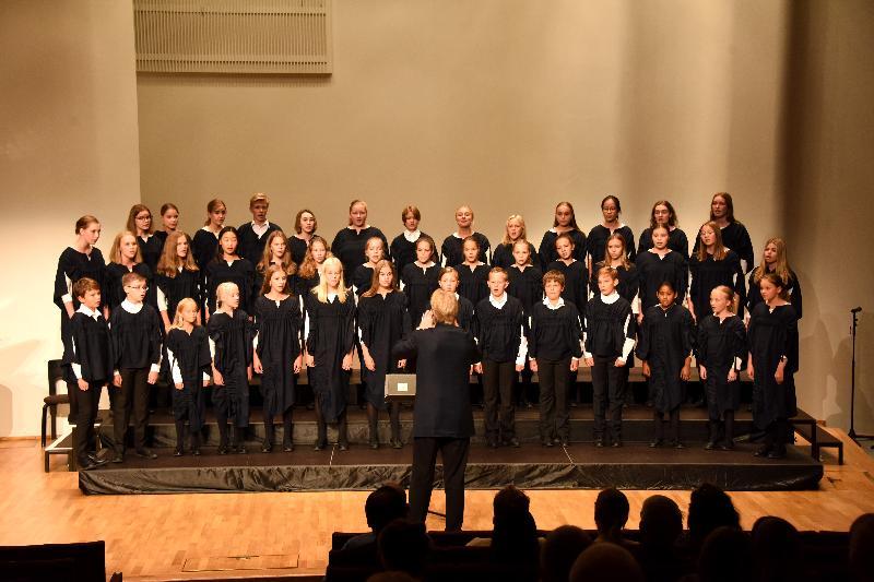香港駐倫敦經濟貿易辦事處與香港兒童合唱團八月六日(赫爾辛基時間)在芬蘭赫爾辛基的Finlandia音樂廳聯合舉辦一場音樂會,推廣香港多元的藝術和文化生活。由Pasi Huokki指揮的Tapiola兒童合唱團也參加了音樂會。