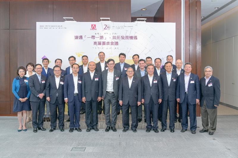 香港金融管理局與國務院國有資產監督管理委員會於八月十五至十六日在香港聯合舉辦「連通一帶一路,共拓發展機遇」高層圓桌會議,深入討論香港如何協助中央企業在「一帶一路」國家的投資和發展。