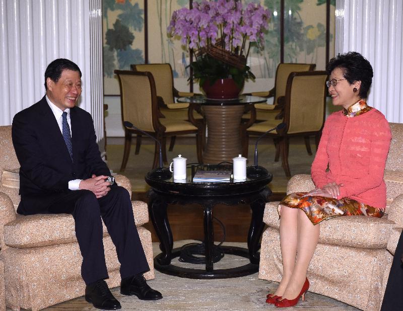 行政長官林鄭月娥(右)今日(八月二十二日)傍晚在禮賓府與上海市市長應勇(左)會面。