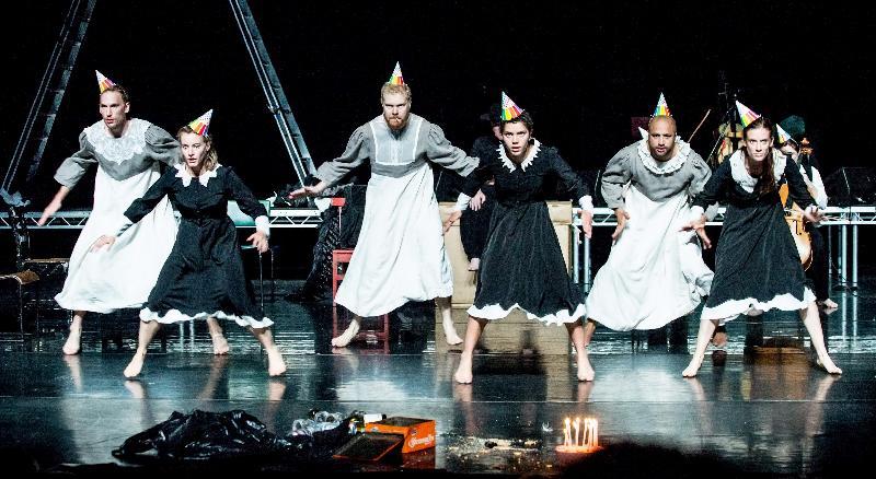 「新視野藝術節」於十月十九日至十一月十八日舉行,呈獻海外和本地藝團的創意作品,包括舞蹈劇場《癲鵝湖》。