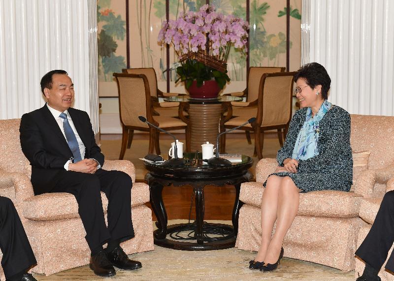 行政长官林郑月娥(右)今日(九月三日)中午在礼宾府与重庆市市长唐良智(左)会面。