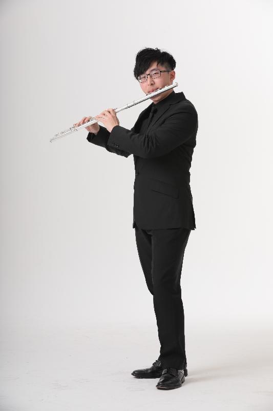 康樂及文化事務署十月舉辦「音樂顯才華系列:李一葦長笛演奏會」,年輕長笛演奏家李一葦將聯同鋼琴家張緯晴及許榮臻,以超卓的技巧演繹多首精彩樂曲。圖示李一葦。