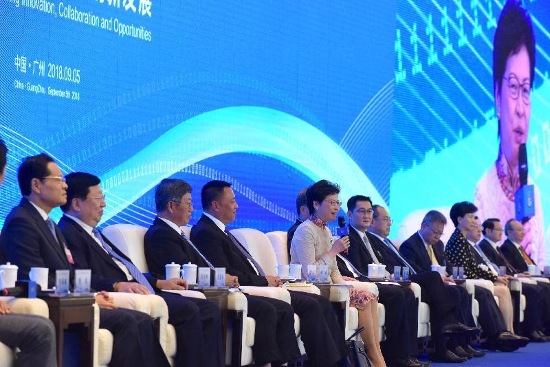 行政長官林鄭月娥(左五)今日(九月五日)在廣州出席第十二屆泛珠三角區域合作與發展論壇暨經貿洽談會,並參與對談環節。