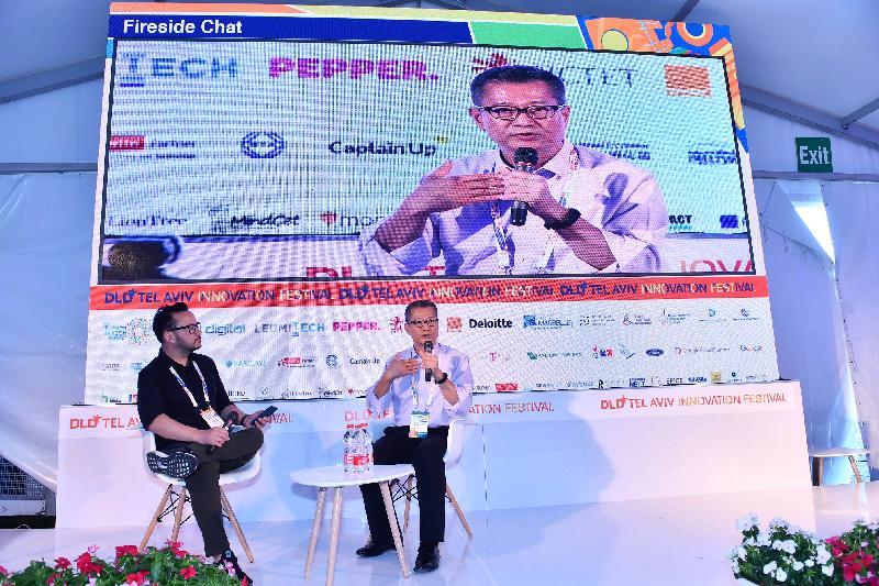 財政司司長陳茂波(右)昨日(以色列時間九月五日)在特拉維夫出席以色列一年一度最大型的創科節。圖示陳茂波出席其中一個討論環節。
