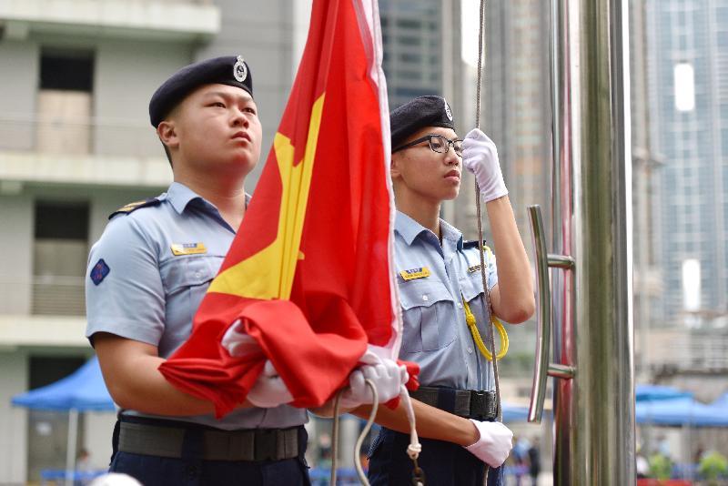 民众安全服务队(民安队)少年团今日(九月九日)在民安队总部举行民安队少年团五十周年会操。图示升旗仪式。
