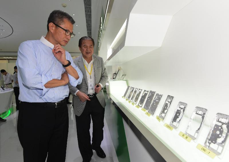 The Financial Secretary, Mr Paul Chan (left), today (September 13) visits a Hong Kong enterprise in Huizhou which specialises in manufacturing of cover glass for mobile phones and watches to learn about its successful experience in developing new technologies and promoting the development of advanced manufacturing.