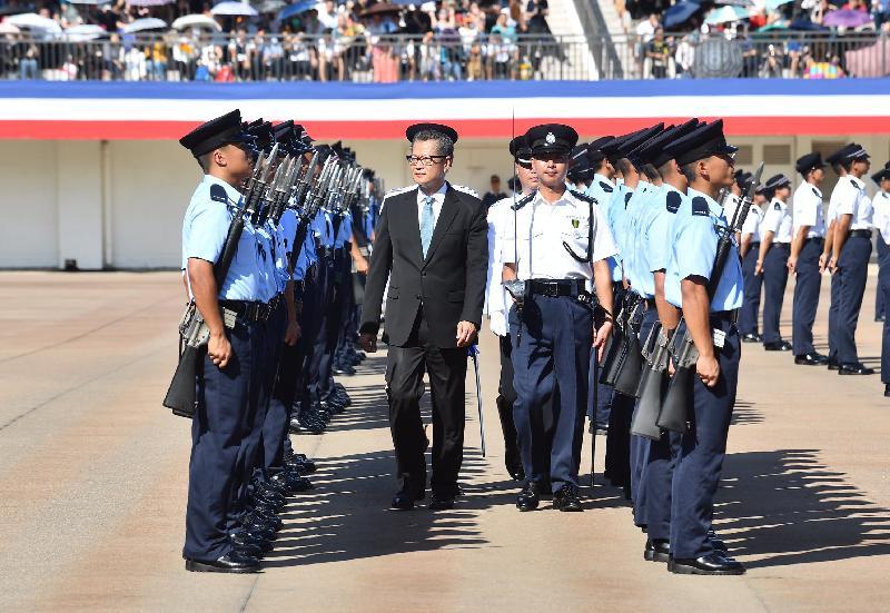 財政司司長陳茂波今日(九月十五日)上午在香港警察學院結業會操檢閱見習督察和學警。