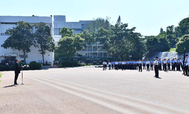 財政司司長陳茂波(左一)今日(九月十五日)上午在香港警察學院結業會操致辭。