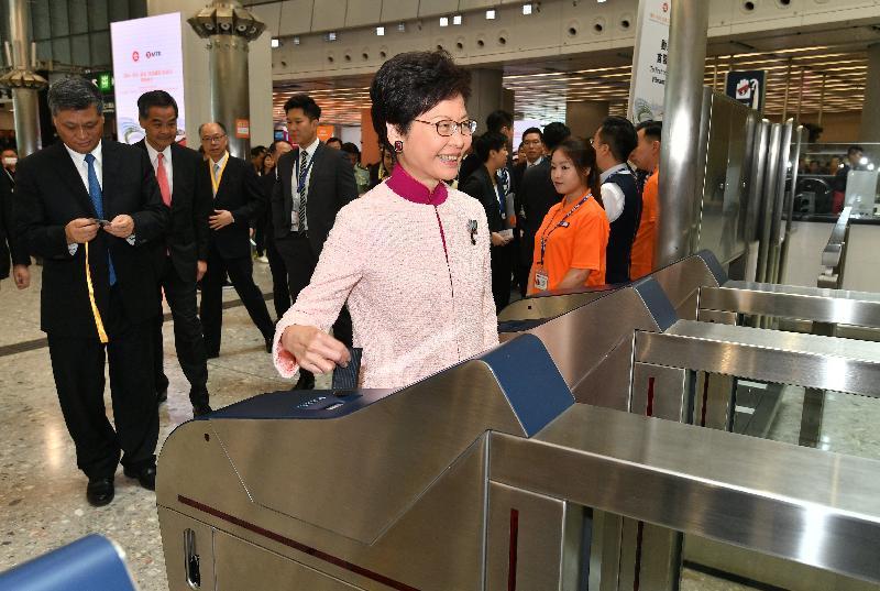 行政長官林鄭月娥今日(九月二十二日)在香港西九龍站出席「廣州—深圳—香港」高速鐵路(香港段)開通儀式後,乘坐「動感號」列車由西九龍站前往廣州南站。