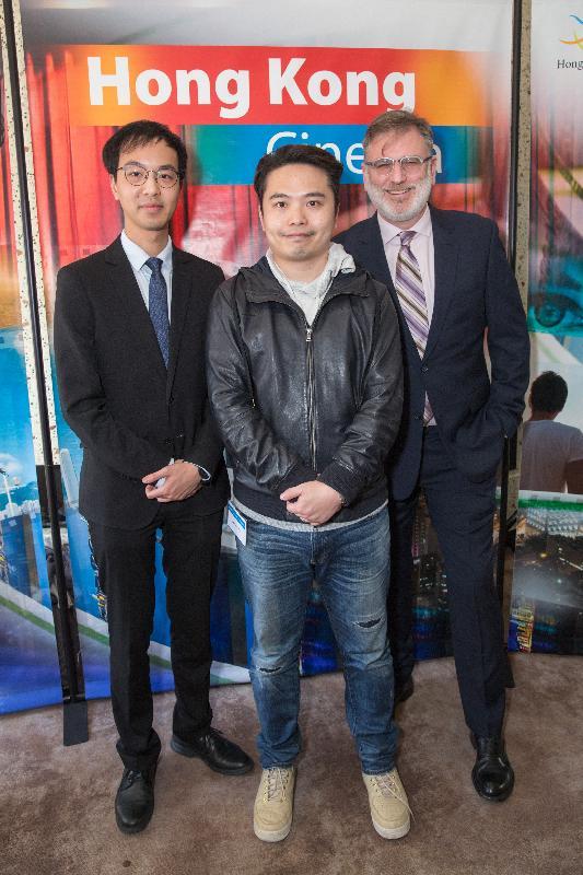署理香港駐三藩市經濟貿易辦事處處長丘樂峰(左)、三藩市電影協會執行長Noah Cowan(右)和香港導演歐文傑(中)今日(三藩市時間九月二十八日)出席在美國三藩市舉行的第八屆香港電影節開幕酒會。