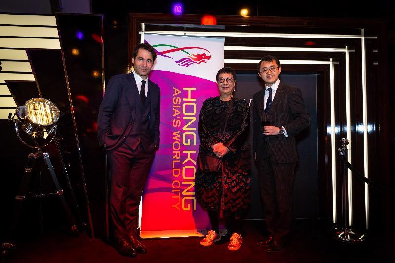 香港駐柏林經濟貿易辦事處處長李志鵬(右)及香港導演許鞍華(中)於十月三日(蘇黎世時間)出席在瑞士舉行的蘇黎世電影節香港歡迎酒會。