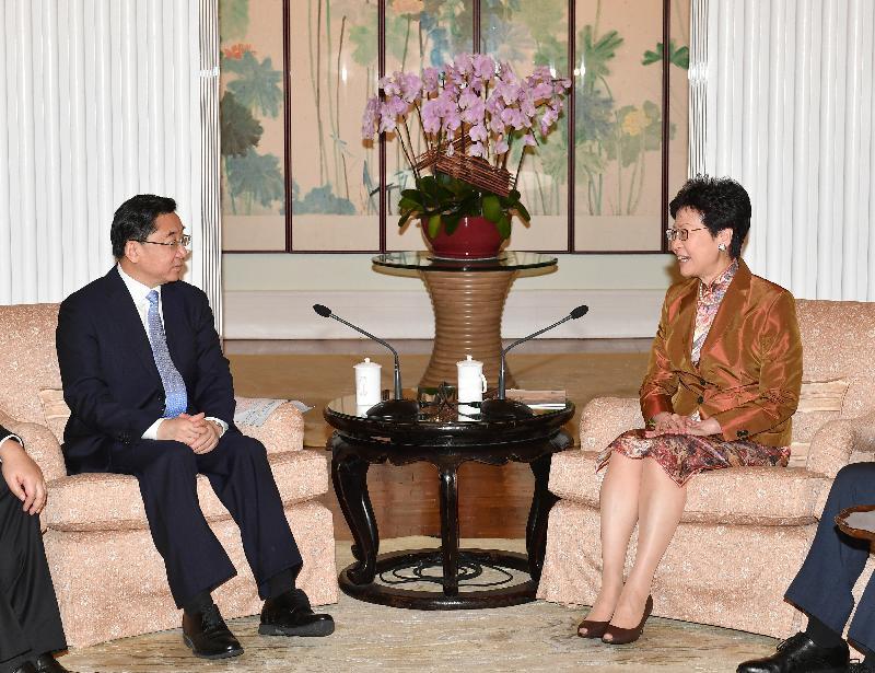 行政長官林鄭月娥(右)今日(十月八日)中午在禮賓府與福建省委書記于偉國會面。