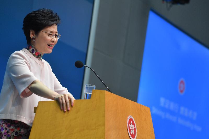 行政長官林鄭月娥今日(十月十日)下午在添馬政府總部主持《行政長官2018年施政報告》記者會,並回應提問。