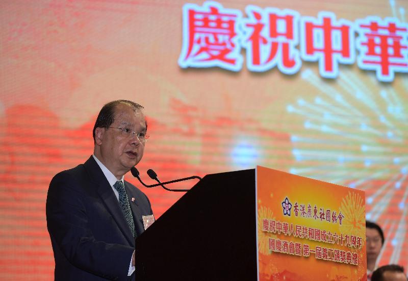 政務司司長張建宗今日(十月十一日)出席香港廣東社團總會慶祝中華人民共和國成立六十九周年國慶酒會暨第一屆義工頒獎典禮,並在典禮上致辭。