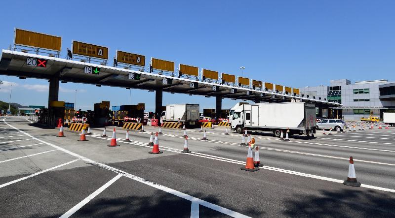 申訴專員劉燕卿今日(十月十八日)發表有關「運輸署就青嶼幹線實施雙向收費的安排欠妥善導致大塞車的投訴」的全面調查報告。