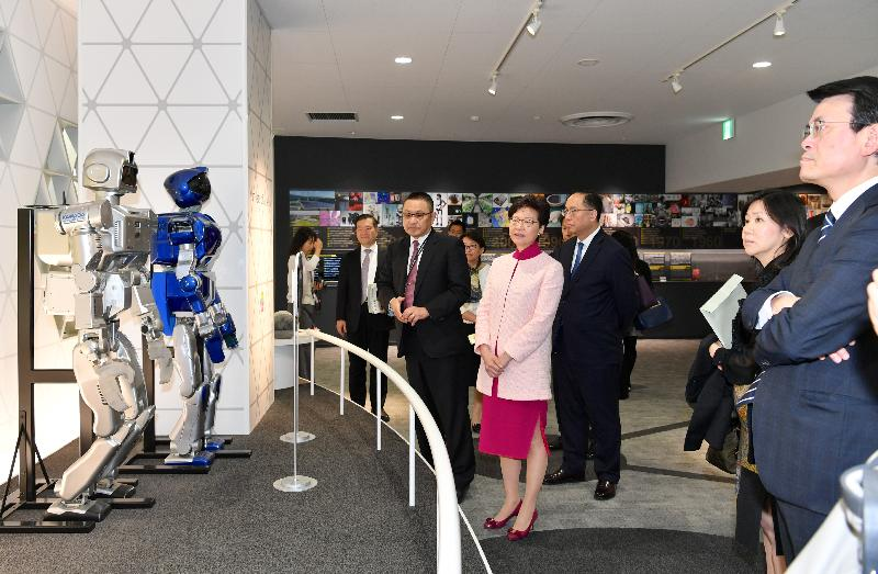 The Chief Executive, Mrs Carrie Lam, continued her visit to Japan in Ibaraki Prefecture this morning (October 30). Photo shows Mrs Lam (fourth right), accompanied by the Secretary for Commerce and Economic Development, Mr Edward Yau (first right); the Secretary for Innovation and Technology, Mr Nicholas W Yang (third right); and the Director of Information Services, Miss Cathy Chu (second right), visiting the National Institute of Advanced Industrial Science and Technology (AIST) to find out about its operation and scientific research results. Established in 2001, the AIST is one of the largest public research organisations in Japan. It has about 2,000 researchers doing research and development at various research bases across the country.