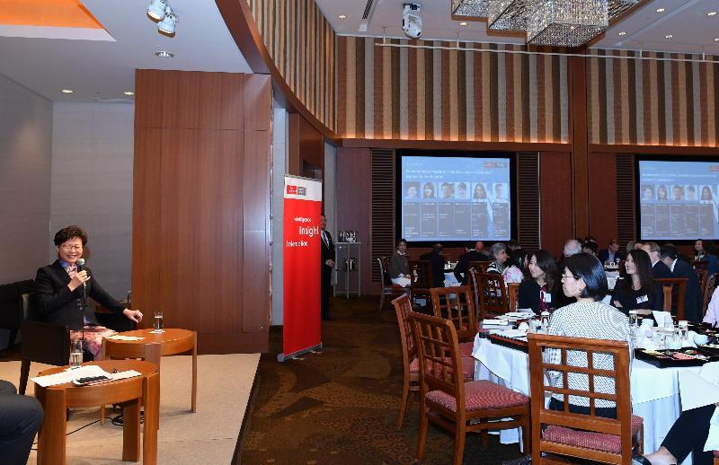 行政長官林鄭月娥今日(十月三十一日)在東京繼續訪問日本行程。圖示林鄭月娥中午在由經濟學人企業網絡舉辦,以女性領袖為主題的午餐研討會發言。