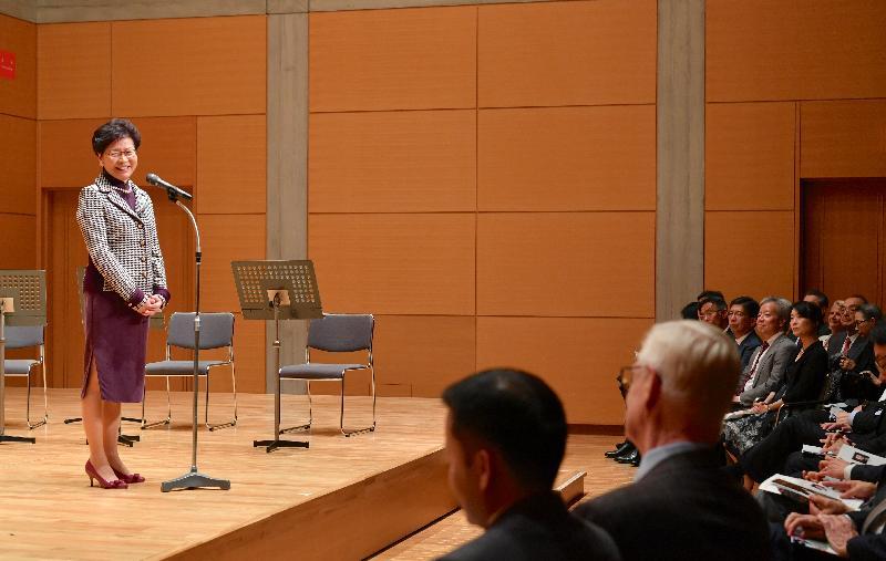 行政長官林鄭月娥今日(十月三十一日)在東京繼續訪問日本行程,傍晚出席由二十多名來自香港和日本的前亞洲青年管弦樂團樂手呈獻的香港日本友好紀念特別音樂會。圖示林鄭月娥在音樂會致辭。