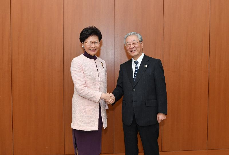 The Chief Executive, Mrs Carrie Lam, continued her visit to Japan in Tokyo today (November 1). Photo shows Mrs Lam (left) meeting with the Chairman of KEIDANREN (Japan Business Federation), Mr Hiroaki Nakanishi.