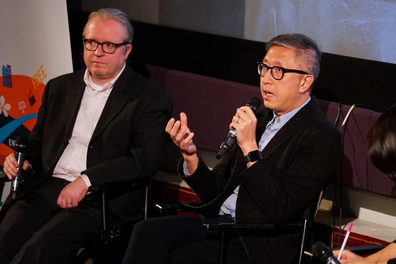 香港駐倫敦經濟貿易辦事處支持倫敦東亞電影節(電影節)2018的香港電影環節,在英國推廣香港蓬勃的電影業。圖示電影節2018於十月三十一日(倫敦時間)在倫敦選映《無雙》,導演莊文強(右)在放映會後的問答環節與觀眾交流。