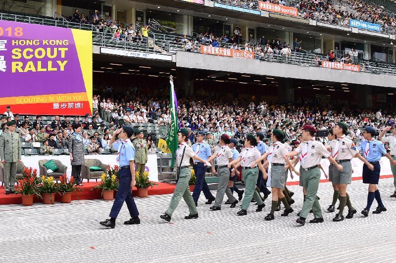 行政長官林鄭月娥今日(十一月四日)上午在香港大球場主持2018年香港童軍大會操。圖示林鄭月娥(左二)檢閱步操隊伍。