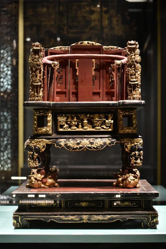 「金漆輝映:潮州木雕」展覽今日(十一月七日)於香港歷史博物館開幕。圖示展覽展出的金漆木雕神轎。