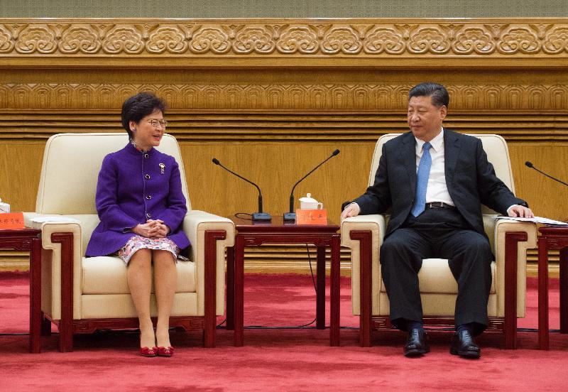 國家主席習近平(右)今日(十一月十二日)在北京會見行政長官林鄭月娥率領慶祝國家改革開放四十周年訪問團。圖示林鄭月娥(左)在會面期間發言。